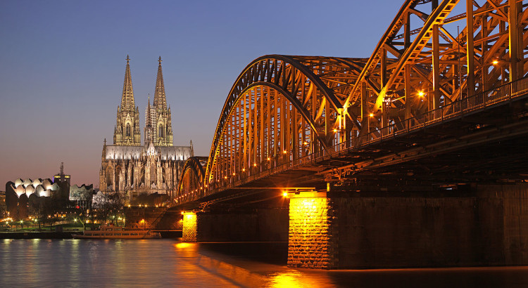 1280px-Hohenzollernbrücke_Köln